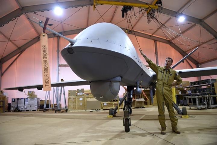 Niger : Dans le Sahel, les aviateurs français prêts à prendre en main les dronesarmés