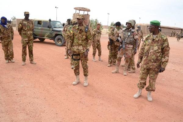 Mali – Léré : Le Commandant de zone de Tombouctou en visite deterrain