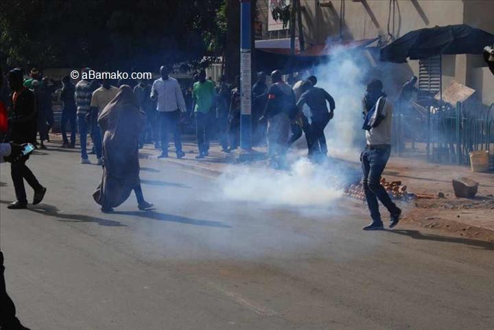 Mali/France : Les manifestants devant l'ambassade de France au Mali dispersés par lapolice