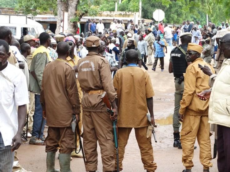 Burkina- Région des Hauts-Bassins : Le haut-commissaire annonce la destruction des QG des Koglwéogo#Sécurité