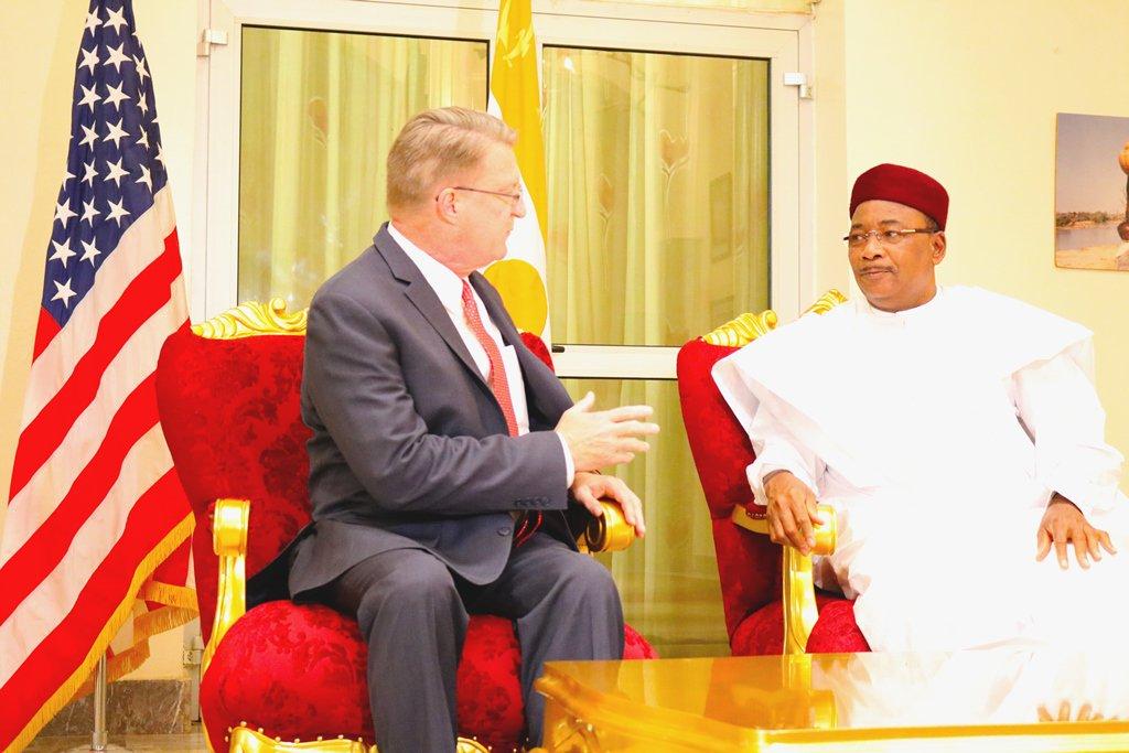 Niger – Sécurité et développement au centre d'un entretien entre le Président Issoufou et l'ambassadeuraméricain