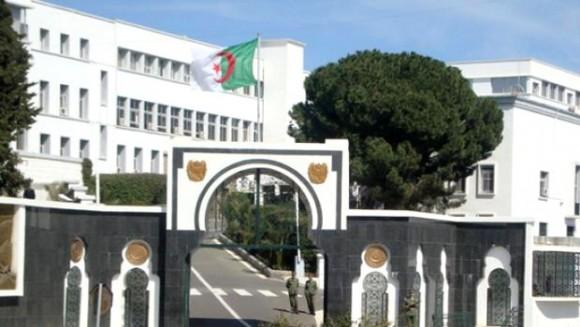 Algérie – Un abri pour terroristes contenant des produits destinés à la fabrication des bombes artisanales détruit à Bouira(MDN)