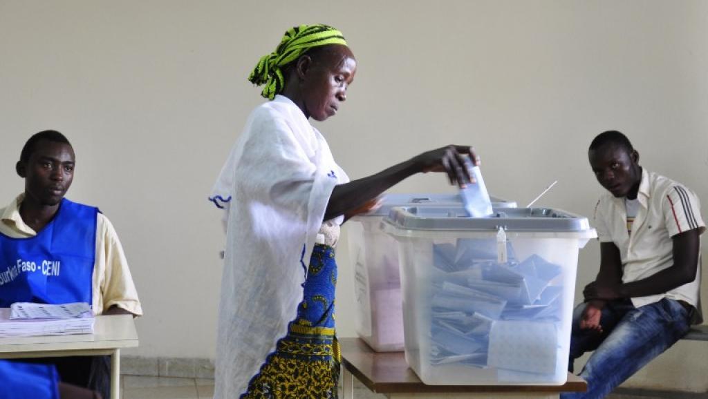 Le Burkina Faso va modifier son code électoral pour favoriser le vote à l'étranger