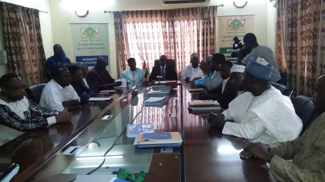Niger – Avant-projet de loi sur la protection de la liberté de presse au Niger : Dr Sani Kabir remet le document au ministre de laCommunication