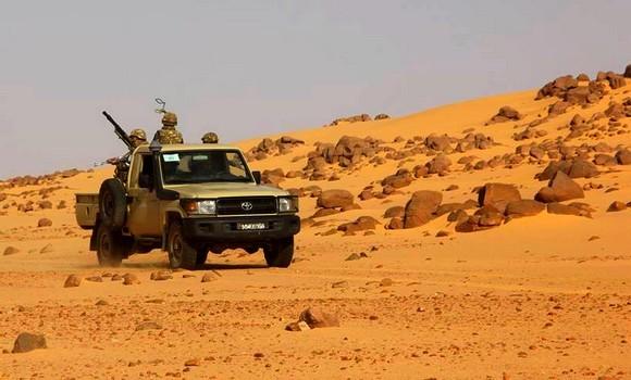 Algérie – Trois terroristes armés se rendent aux autorités militaires àTamanrasset