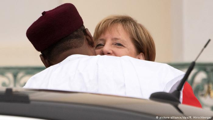 Business and migration to shape Merkel's trip to West Africa