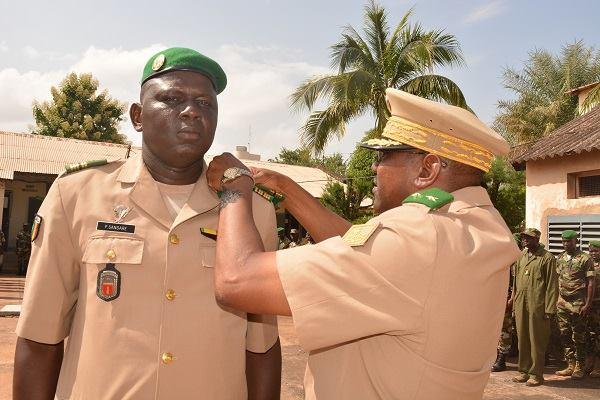Mali/Militaire – Avancement au grade : 42 nouveaux promus de l'Armée de Terre reçoivent leursinsignes