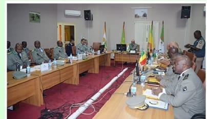 Niger/CEMOC – Un général algérien prend le commandement du CEMOC#Militaire