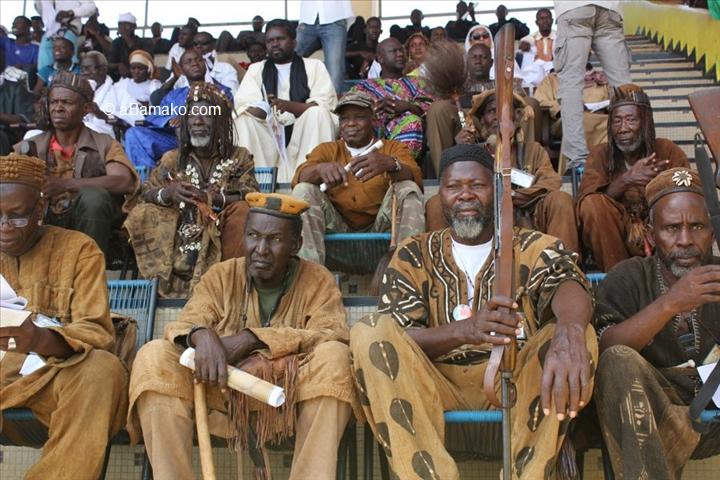 Mali – Commémoration du 22 septembre 2018 : Les chasseurs du Mali protestent contre leur mise àl'écart