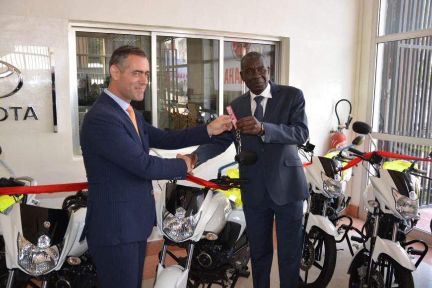 Tchad – La France offre 20 motos à la police pour renforcer la sécurité deN'Djamena