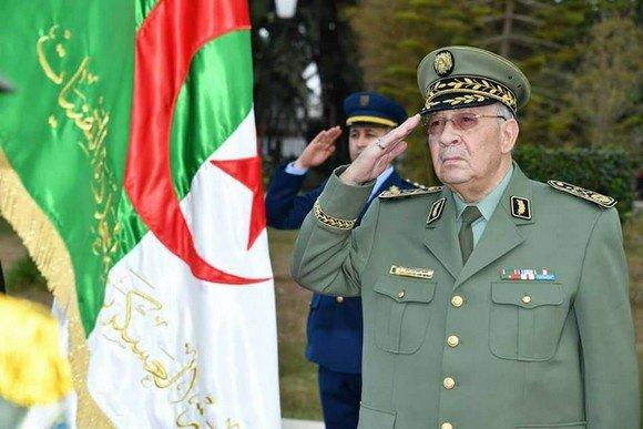 Algérie – Gaïd Salah en visite officielle aux Emirats Arabes Unis et auQatar