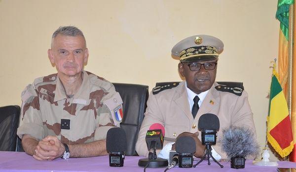 Mali / Menaka: Barkhane chez legouverneur