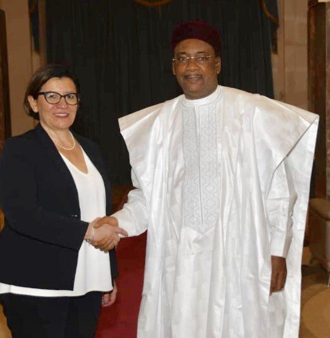 Niger/Italie – La Ministre italienne de la Défense en visite auNiger