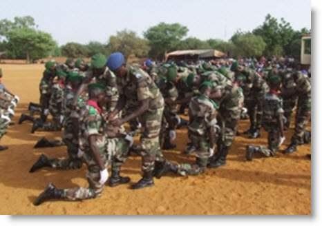 Niger / Forces armées – Contingent 2019 : 1.015 recrues en fin de formation présentée au drapeaunational