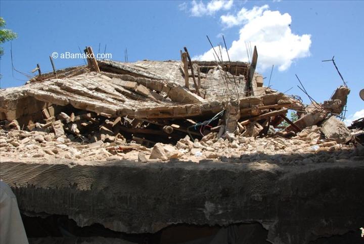 Quatre interpellations au Mali après l'effondrement d'un immeuble ayant fait 15morts