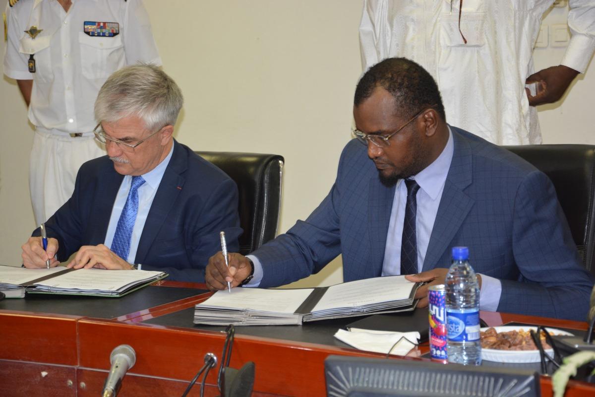 Le Tchad et la France signent des accords de sécurité et dedéfense