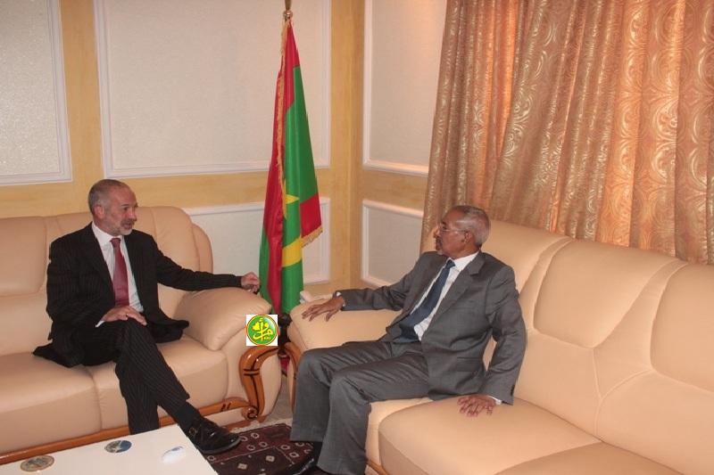 Mauritanie / UK – Le ministre de la Défense Nationale reçoit l'ambassadeur du Royaume Uni enMauritanie