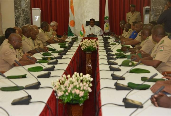 Niger – Le président Issoufou nomme de nouveauxgénéraux