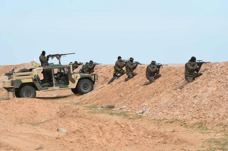 Tunisian military shoot at vehicles crossing illegally from Libya