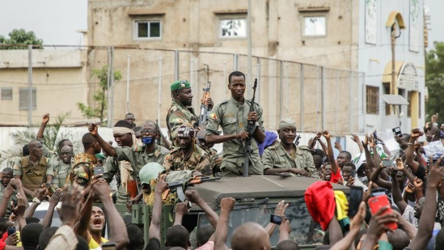 Mali coup plotters impose curfew, close borders